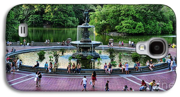 Pond In Park Galaxy S4 Cases - Bethesda Fountain overlooking Central Park Pond Galaxy S4 Case by Paul Ward