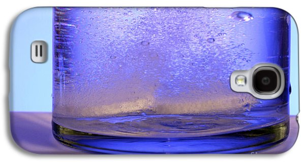 Effervescence Galaxy S4 Cases - Bicarbonate Of Soda Dissolving In Water Galaxy S4 Case by Photo Researchers, Inc.