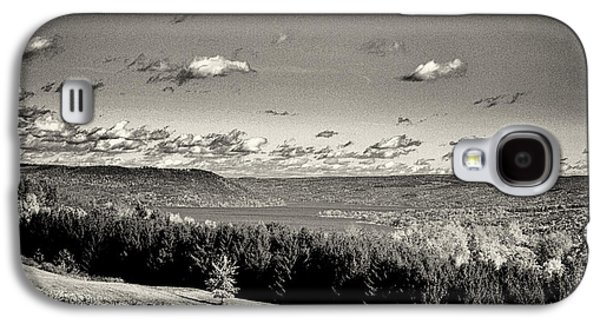 Keuka Galaxy S4 Cases - Black and White Above the Vines  Galaxy S4 Case by Joshua House