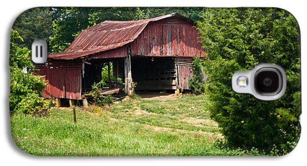 Tennessee Hay Bales Galaxy S4 Cases - Broad Roofed Barn Galaxy S4 Case by Douglas Barnett