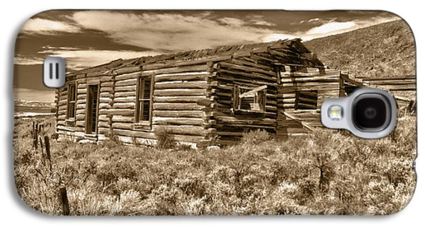 Log Cabin Photographs Galaxy S4 Cases - Cabin Fever Galaxy S4 Case by Shane Bechler