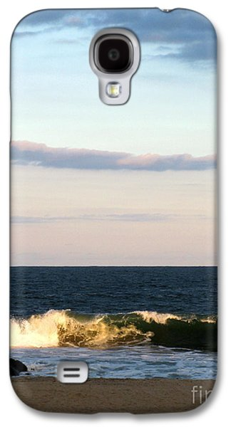 Original Art Photographs Galaxy S4 Cases - Catch a Wave Galaxy S4 Case by Colleen Kammerer