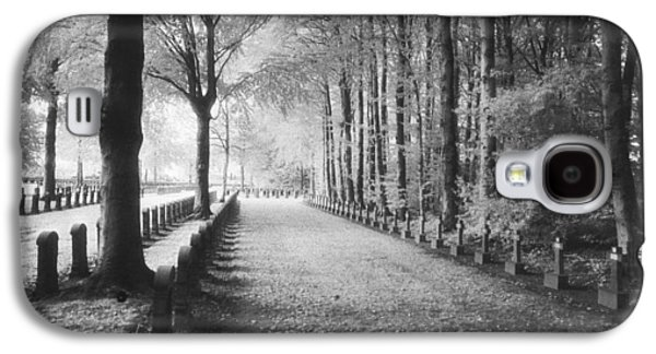 Cemetery At Ypres  Galaxy S4 Case by Simon Marsden
