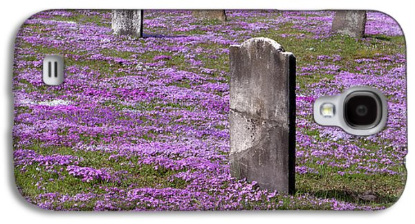 Final Resting Place Galaxy S4 Cases - Colonial Tombstones Amidst Graveyard Phlox Galaxy S4 Case by John Stephens