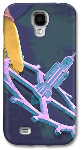 Endoscopy Galaxy S4 Cases - Coloured Sem Of Endoscopy Forceps Holding A Cog Galaxy S4 Case by Volker Steger