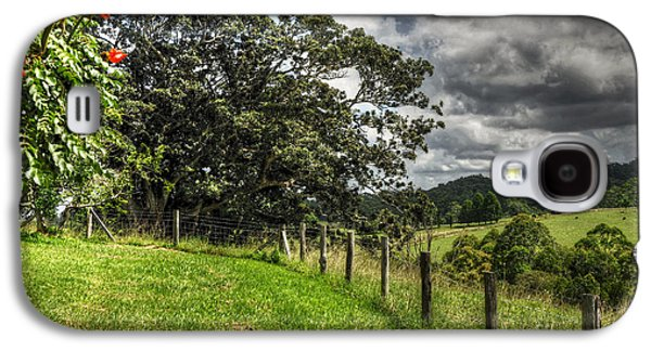 Old Fence Posts Galaxy S4 Cases - Countryside with old Fig Tree Galaxy S4 Case by Kaye Menner