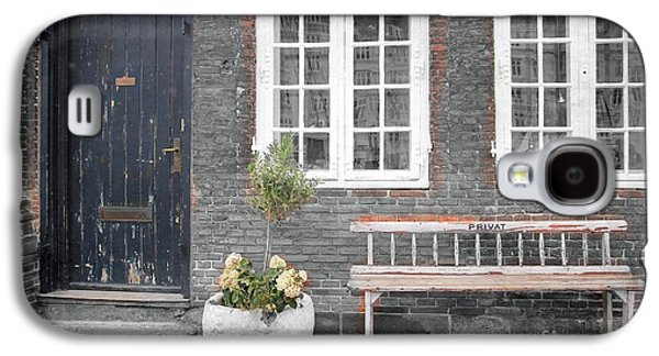 Old House Photographs Galaxy S4 Cases - Curb Appeal Galaxy S4 Case by Sophie Vigneault
