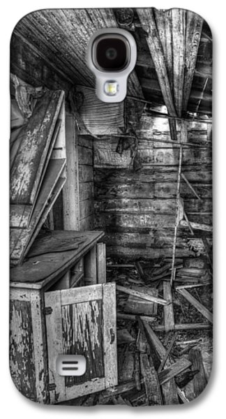 Mess Photographs Galaxy S4 Cases - Derelict House BW Galaxy S4 Case by Thomas Zimmerman