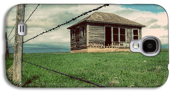 Abandoned House Photographs Galaxy S4 Cases - Derelict House on the Plains Galaxy S4 Case by Thomas Zimmerman