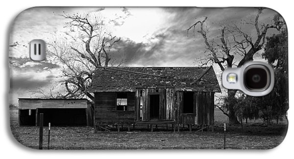 Old House Photographs Galaxy S4 Cases - Dilapidated Old Farm House . 7D10341 . black and white Galaxy S4 Case by Wingsdomain Art and Photography