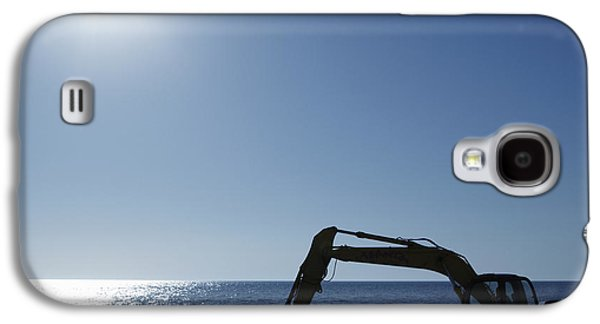 Machinery Galaxy S4 Cases - Excavator Digging in the Ocean Galaxy S4 Case by Skip Nall