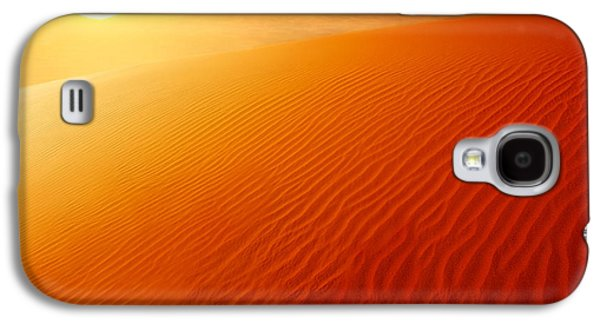 Sahara Sunlight Galaxy S4 Cases - Extreme desert land Galaxy S4 Case by Anna Omelchenko