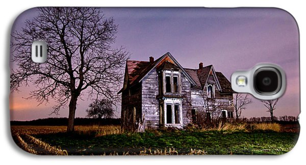 Abandoned House Photographs Galaxy S4 Cases - Farm House at night Galaxy S4 Case by Cale Best