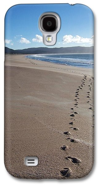 Aotearoa Galaxy S4 Cases - Footsteps in the Sand Galaxy S4 Case by Peter Mooyman