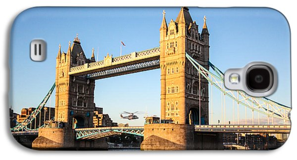 Helicopter Photographs Galaxy S4 Cases - Helicopters at Tower Bridge Galaxy S4 Case by Dawn OConnor