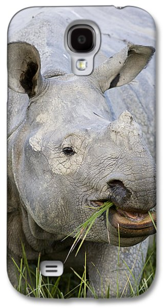One Horned Rhino Galaxy S4 Cases - Indian Rhinoceros Grazing Kaziranga Galaxy S4 Case by Suzi Eszterhas
