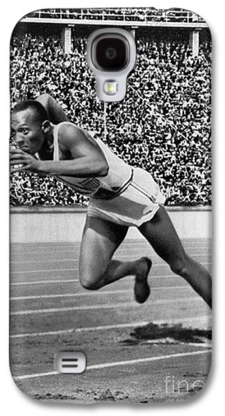 Footrace Galaxy S4 Cases - Jesse Owens (1913-1980) Galaxy S4 Case by Granger
