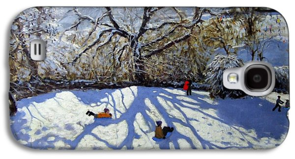 Large Tree And Tobogganers Galaxy S4 Case by Andrew Macara