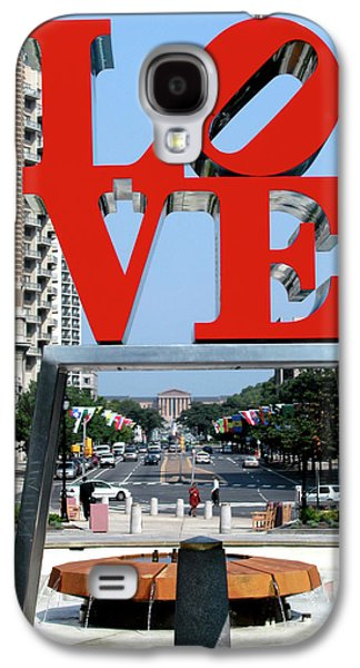 Usa Sculptures Galaxy S4 Cases - Love sculpture in Philadelphia Galaxy S4 Case by Carl Purcell