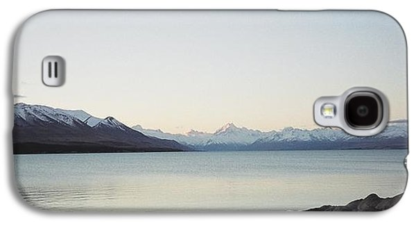 Aotearoa Galaxy S4 Cases - Mt Cook from Lake Pukaki Galaxy S4 Case by Peter Mooyman