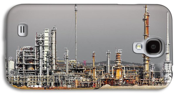 Atmosphere Photographs Galaxy S4 Cases - Oil Refinery Galaxy S4 Case by Carlos Caetano