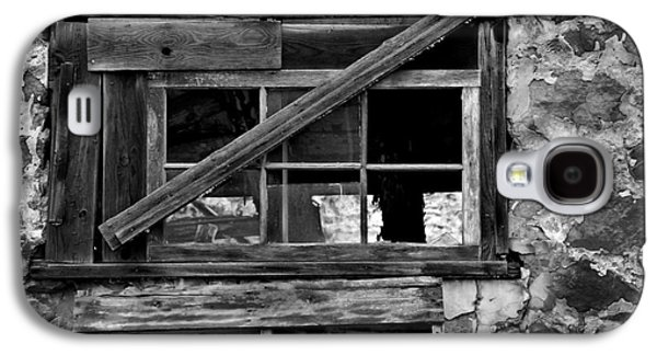 Balck Art Galaxy S4 Cases - Old Barn Window Galaxy S4 Case by Perry Webster