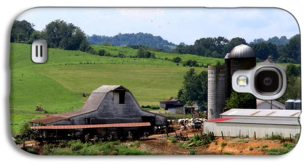 Old Dairy Barn Galaxy S4 Case by Karen Wiles