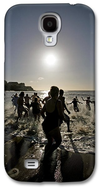 Freedom Party Galaxy S4 Cases - People Running Into The Sea Galaxy S4 Case by Carlos Dominguez