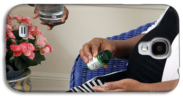 African American Diet Galaxy S4 Cases - Pregnant Woman Taking Folic Acid Galaxy S4 Case by Photo Researchers