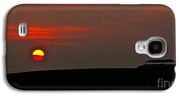 Haybale Galaxy S4 Cases - Setting Sun Galaxy S4 Case by Robert Bales