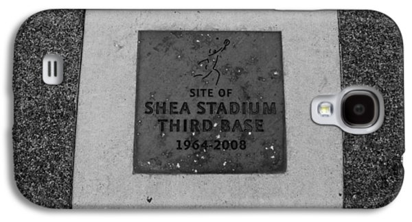 3rd Base Galaxy S4 Cases - SHEA STADIUM THIRD BASE in BLACK AND WHITE Galaxy S4 Case by Rob Hans