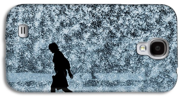 Pour Photographs Galaxy S4 Cases - Silhouette over water Galaxy S4 Case by Carlos Caetano