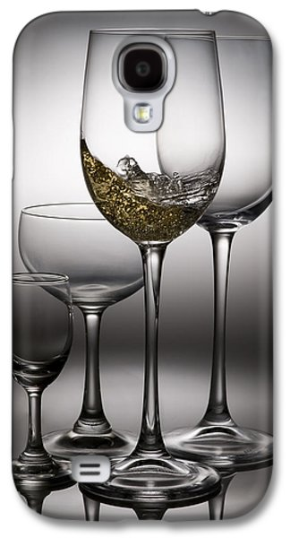 Pour Photographs Galaxy S4 Cases - Splashing Wine In Wine Glasses Galaxy S4 Case by Setsiri Silapasuwanchai