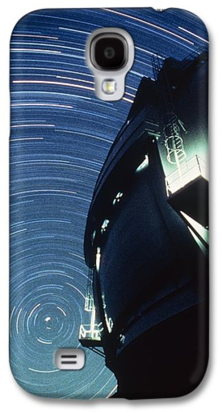 Keck Galaxy S4 Cases - The Dome Of The Keck Telescope And Star Trails Galaxy S4 Case by Dr Fred Espenak