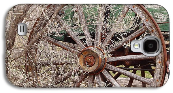 Machinery Galaxy S4 Cases - Wagon Wheel Galaxy S4 Case by Robert Frederick