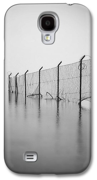 Separation Galaxy S4 Cases - Wire Mesh Fence Galaxy S4 Case by Joana Kruse