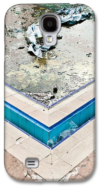 Alga Galaxy S4 Cases - Derelict swimming pool Galaxy S4 Case by Tom Gowanlock