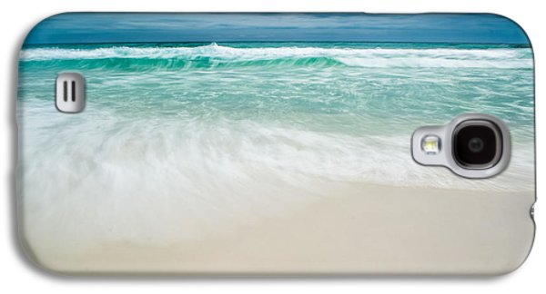 Splashy Photographs Galaxy S4 Cases - Foaming Waves Galaxy S4 Case by Shelby  Young