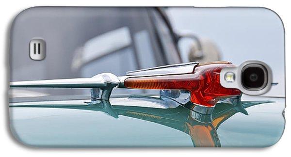 Transportation Photographs Galaxy S4 Cases - 1955 Pontiac Mascot Galaxy S4 Case by Kurt Golgart
