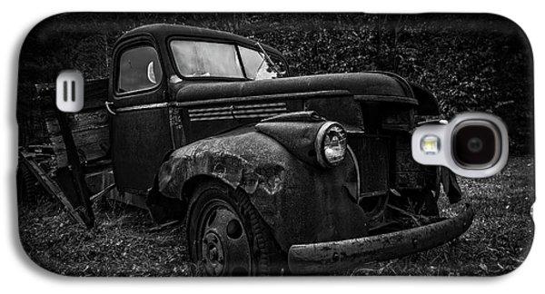 The Old Farm Truck Galaxy S4 Case by Edward Fielding