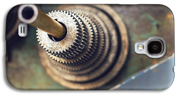 Component Photographs Galaxy S4 Cases - A set of metal gears Texture background Galaxy S4 Case by Eduardo Huelin