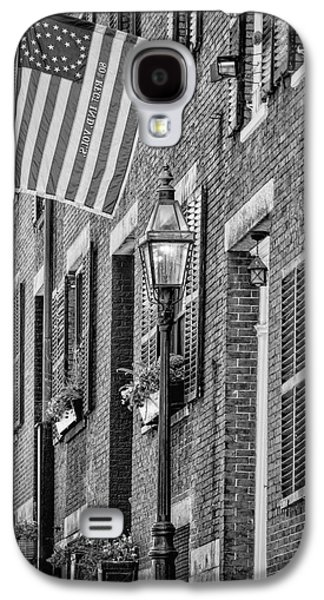 Gas Lamp Photographs Galaxy S4 Cases - Acorn Street Details BW Galaxy S4 Case by Susan Candelario