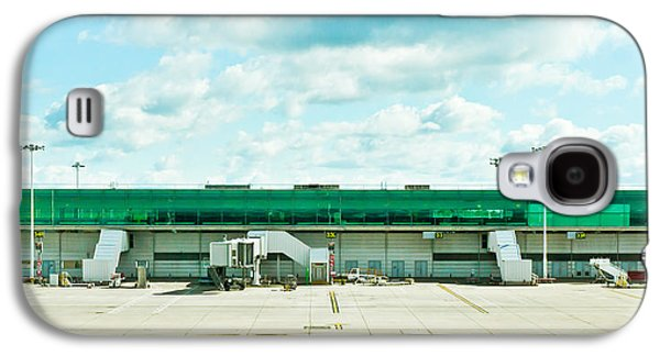 Terminal Photographs Galaxy S4 Cases - Airport terminal Galaxy S4 Case by Tom Gowanlock