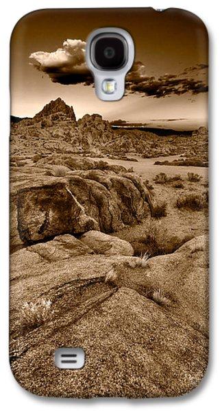 Alabama Galaxy S4 Cases - Alabama Hills California B W Galaxy S4 Case by Steve Gadomski