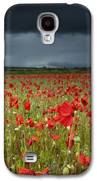 Ground Level Galaxy S4 Cases - An Abundance Of Poppies In A Field Galaxy S4 Case by John Short