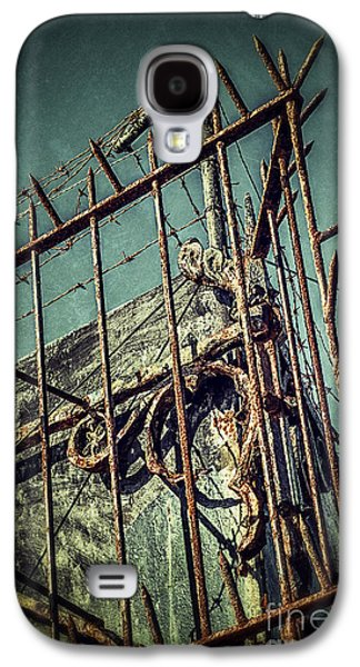 Mess Photographs Galaxy S4 Cases - Barbed Wire on Wall Galaxy S4 Case by Carlos Caetano