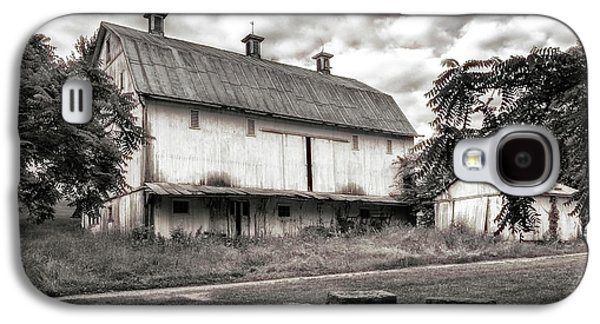 Barn In Black And White Galaxy S4 Case by Tom Mc Nemar