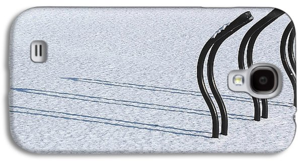 Bicycle Photographs Galaxy S4 Cases - Bike Racks in Snow Galaxy S4 Case by Steve Somerville