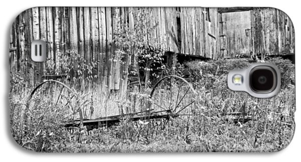 Old Maine Barns Galaxy S4 Cases - Black and White Old Barn In Maine Galaxy S4 Case by Keith Webber Jr