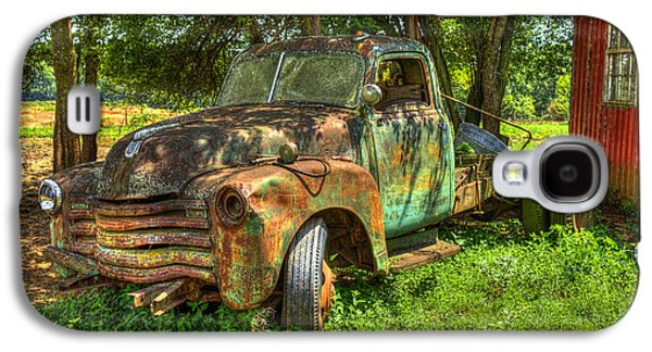 Transportation Photographs Galaxy S4 Cases - Blind In One Eye2 1947 Chevy Flatbed Truck Galaxy S4 Case by Reid Callaway